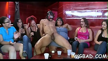 Adroable babes are engulfing stud'_s one-eyed monster happily